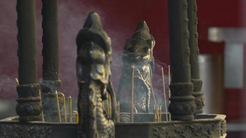 Dragon statues and incense Archivo