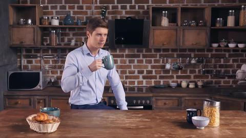 Male has unhealthy breakfast in flat Archivo
