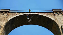 Bungee jumping Bunovo Bridge near Sofia Filmmaterial