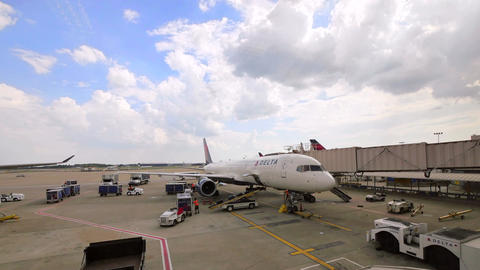 Commercial Airplane on the Gate at Atlanta Hartsfield-Jackson Airport Archivo