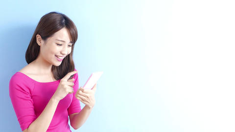 woman use phone ภาพวิดีโอ