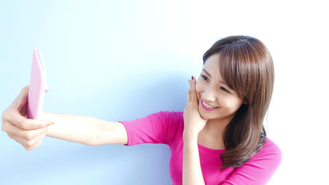 woman selfie happily 영상물