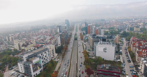 European corporate big city boulevard aerial 4K UHD 2160p Archivo