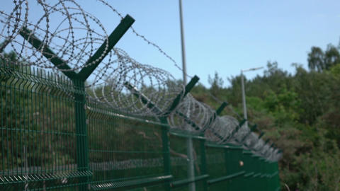 Video of barbed wire in real slow motion Filmmaterial