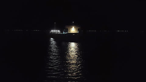 Ship in sea night Bild