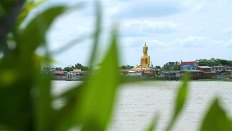 Golden buddha at Chao Phraya waterfront in Thailand Archivo
