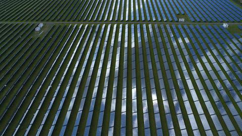 Solar power plant, tracking shot ビデオ