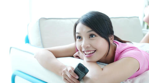 woman watch tv Live影片