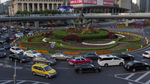 Congested Traffic In Shanghai Financial District With Cars And People ビデオ