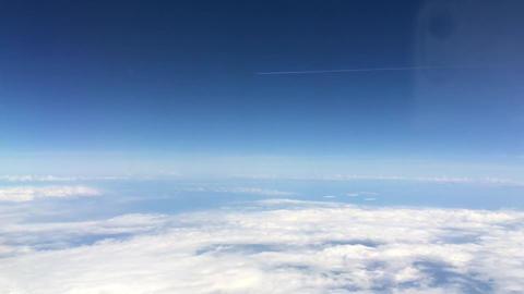 空の上の飛行機 ビデオ