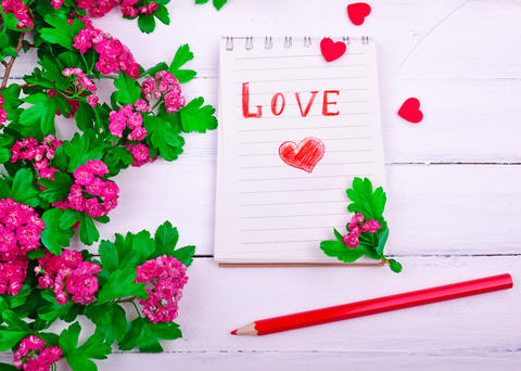 paper notebook with love letter and red heart フォト