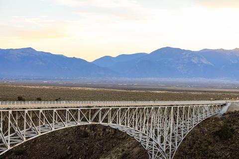 A bridge made of iron Fotografía
