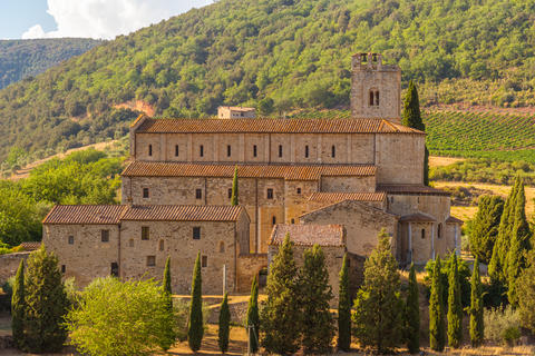 View of the church of Sant'Antimo Foto