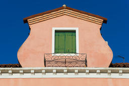 Roof with green window of old Italian house on Murano Island Foto