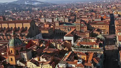 Italy. Old Bologna, Piazza Maggiore. Zoom Filmmaterial