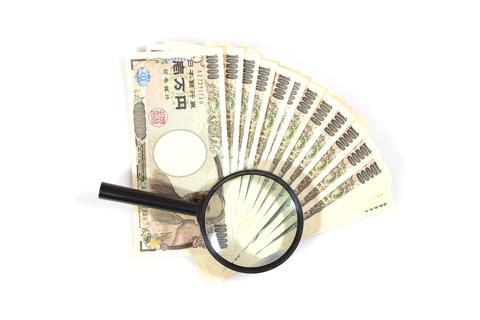 Money yen banknotes under magnifying glass フォト