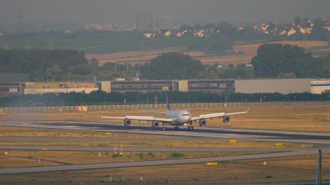 Lufthansa Airbus 340 landing Archivo