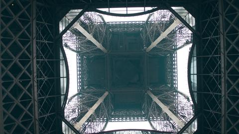 Eiffel tower, center view from below. Symmetry or engineering concepts Foto