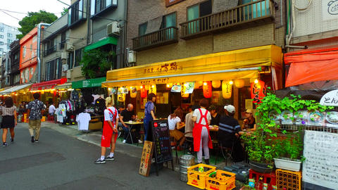 Tracking shot of Asakusa Hoppy street in Tokyo Japan ライブ動画