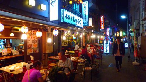 tracking shot of Ueno izakaya bar alley Tokyo Japan ライブ動画