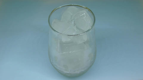 Ice melting in Glass Time Lapse Archivo