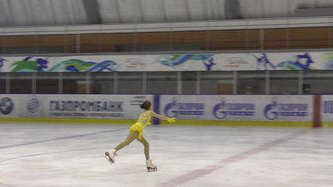 Orenburg, Russia - March 25, 2017 year: Girls compete in figure skating Archivo