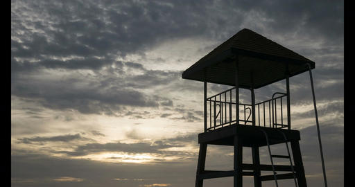 4K Time - lapse Close up life guard tower on the beach with cloud movement and ビデオ