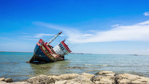Ship Wreck Havoc On Rocky Beach Filmmaterial