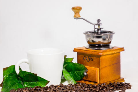 Coffee beans, cups, coffee grinder フォト