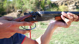 Shooting from a old hunting rifle Filmmaterial