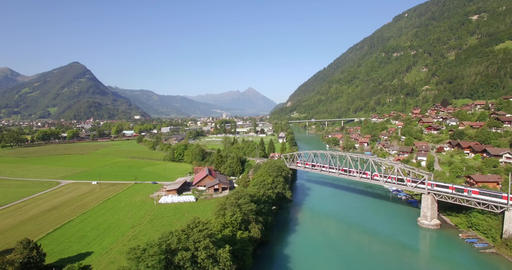 Train in Interlaken by drone ビデオ