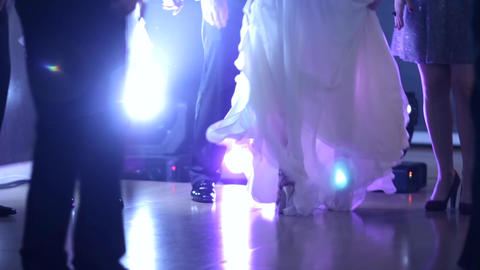 Bride dancing in the middle of party goers oBride dancing in the middle of party Footage