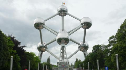 atomium, landmark of brussels, belgium, timelapse, zoom in, 4k Footage