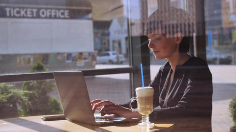 Adult female use internet works in coffeehouse 画像