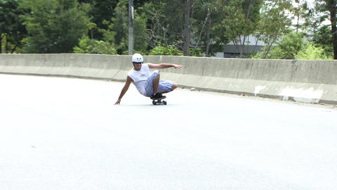 Skateboarder in the Highway Filmmaterial