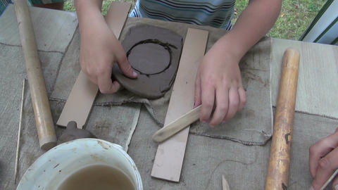 child working with clay potter ビデオ