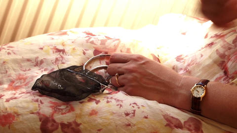 Woman who holds in his hands a beauty bag 54 Footage