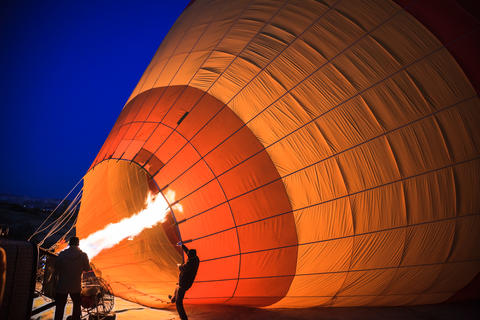 Inflation of hot air balloon フォト