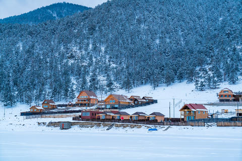 View of Goloustnoye Village at Lake Baikal Foto
