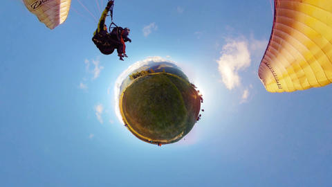 Tiny Little Planet Extreme Sport Paragliding Slingshot Around The Earth Filmmaterial