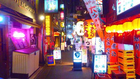 Izakaya bar alley in Shinbashi,Tokyo Japan ライブ動画