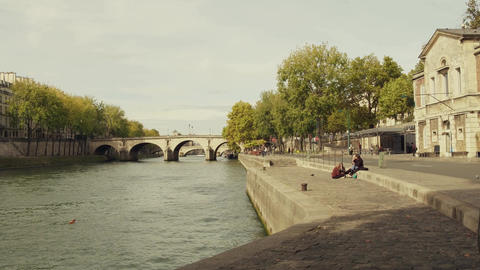 PARIS, FRANCE - OCTOBER 7, 2017. Steadicam walk along the Seine river embankment ライブ動画