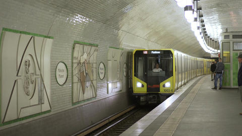 Subway arriving the Station in Berlin ビデオ