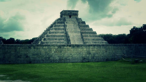 Chichen Itza Mexico Yucatan Kukulcan Pyramid handheld 40 stylized Footage