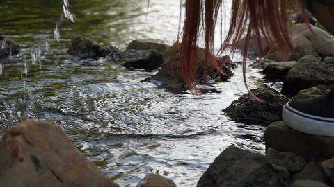 Girl splashes water ビデオ