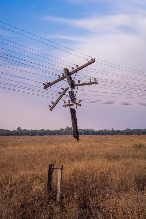 Abandoned power line フォト