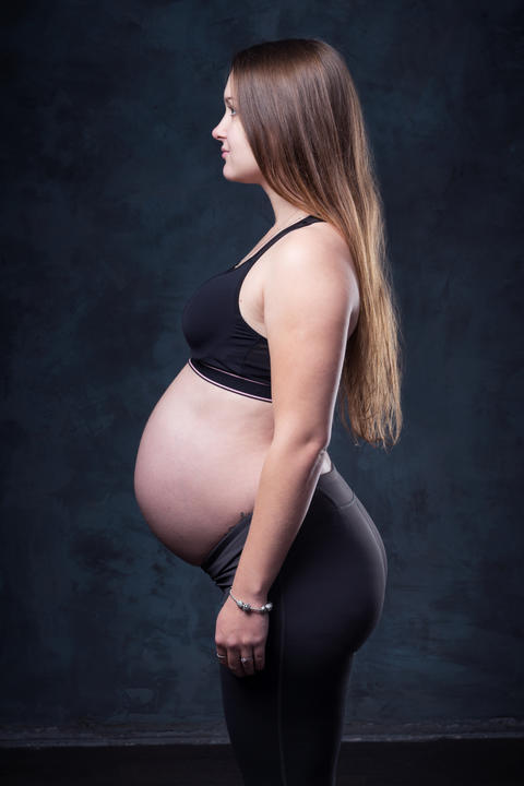 Pregnant woman with big belly Foto