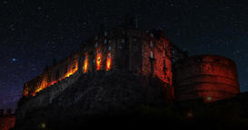 A 4K Night lapse of the famous Edinburgh Castle, Scotland. Includes amazing ビデオ