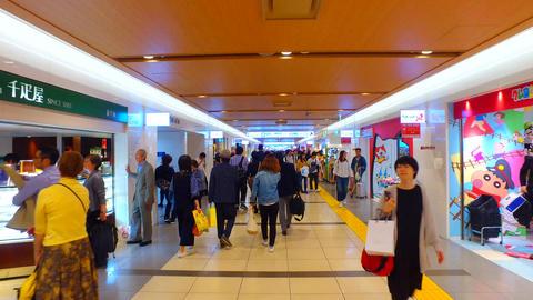 Underground shopping area of Tokyo station in Japan ライブ動画