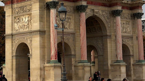 The Triumphal Arch (de Triomphe du Carrousel) in front of… Stock Video Footage